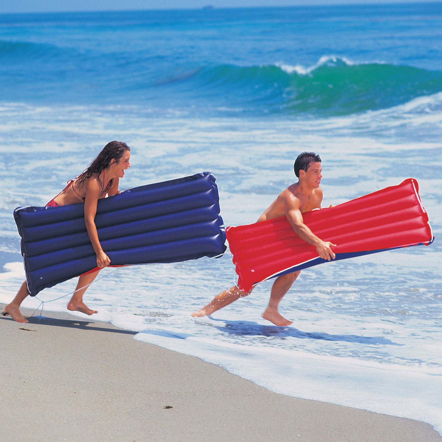 пляжный надувной матрас
