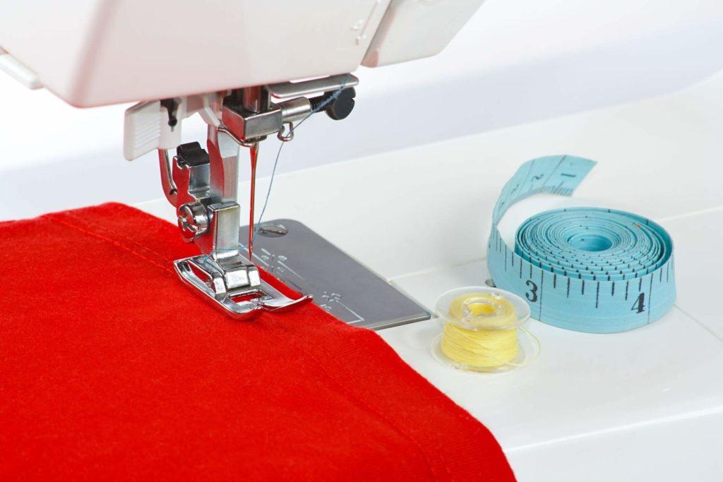 Швейная Машинка с Тканью