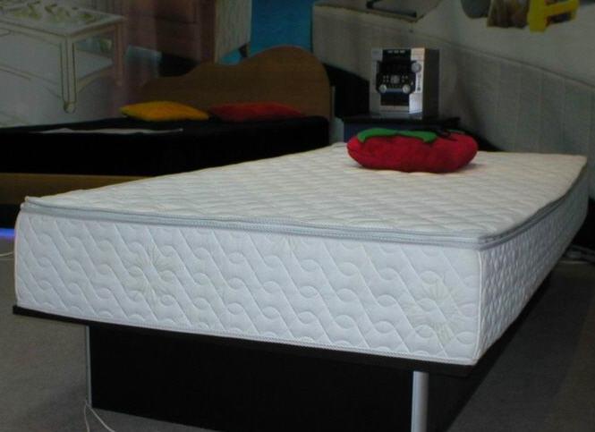 Кровать с водяным матрасом фото