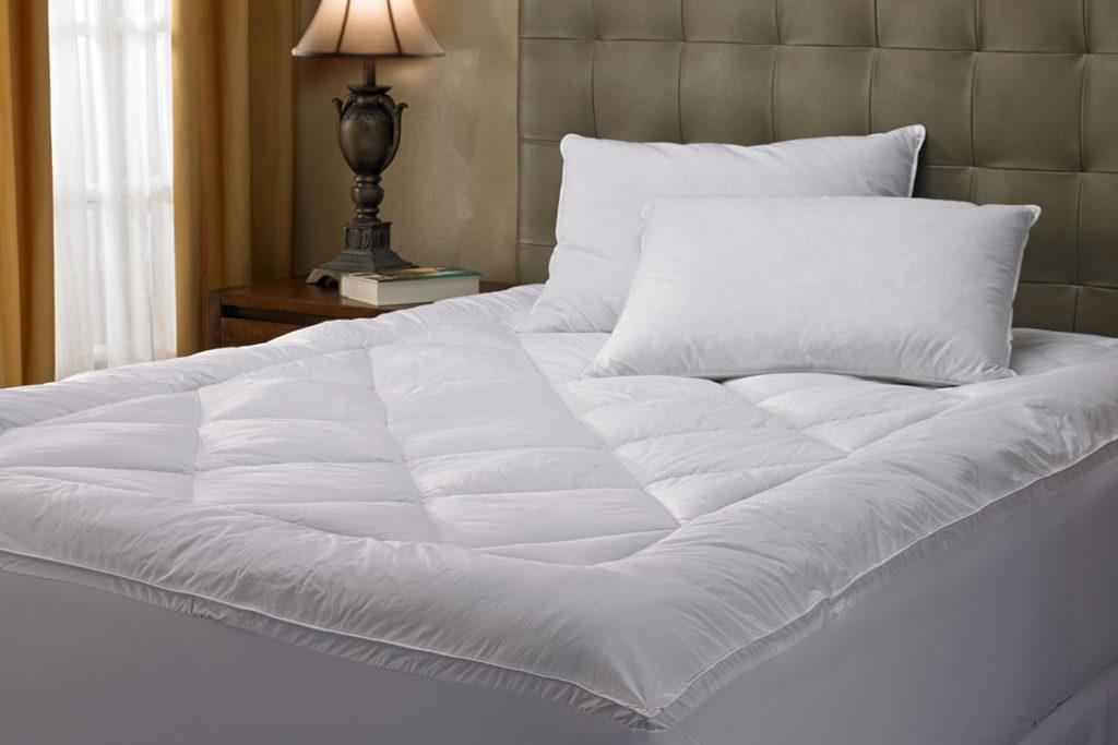 топер на кровати
