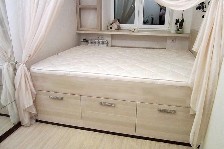 Кровать-подиум с ящиками своими руками