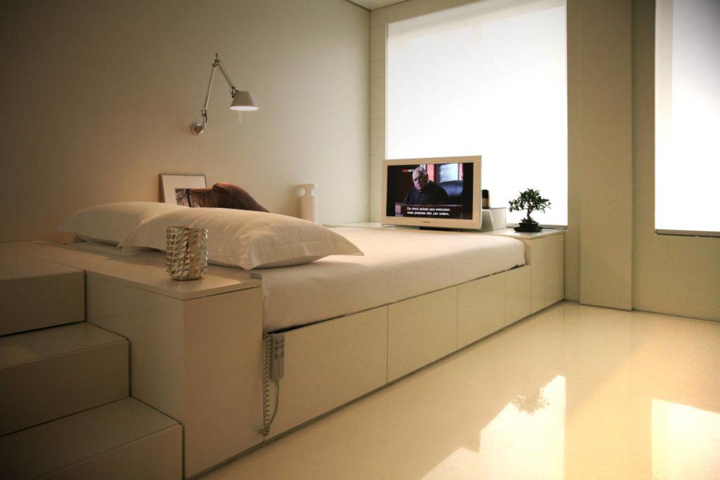 Маленькая спальня с подиумом фото