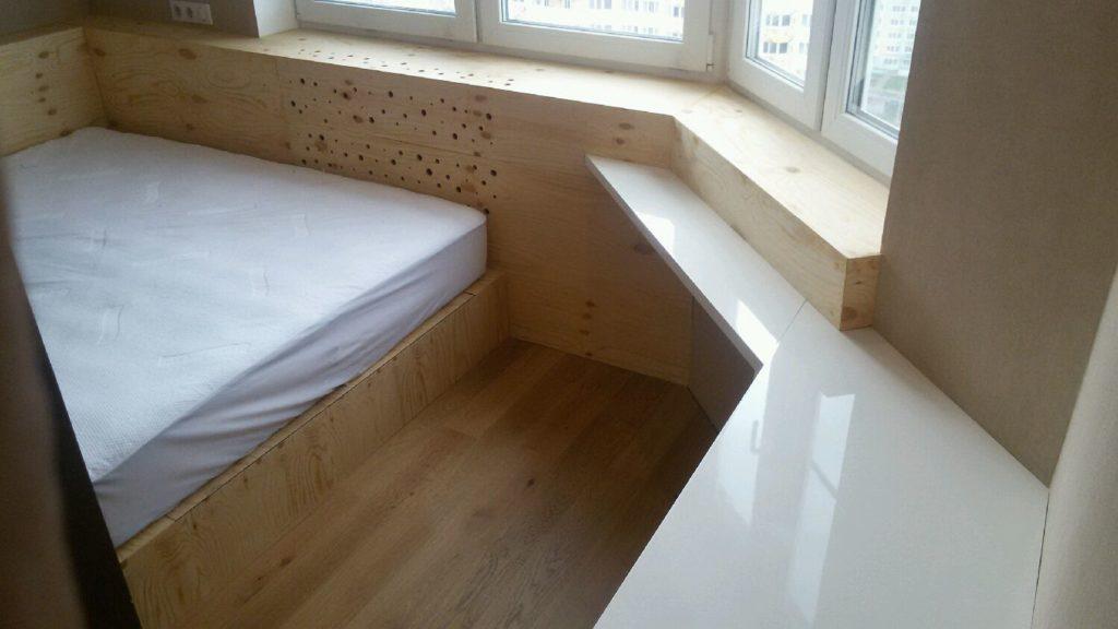 Подиум кровать на балконе