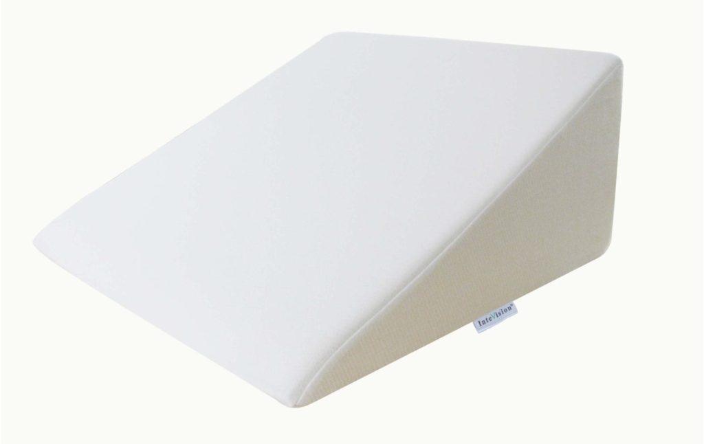 Подушка-клин для ног рельефная.