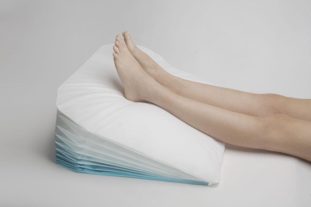 Подушка для ног от отеков