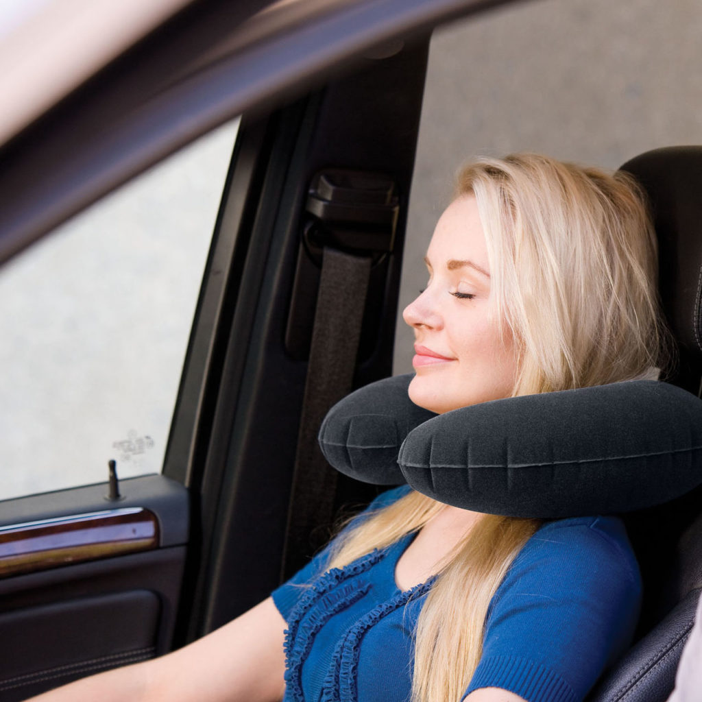 Подушка для путешествий в автомобиле фото