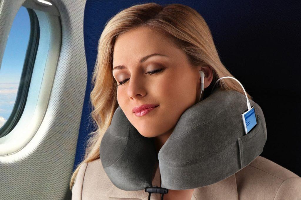 Подушка для путешествий в самолете фото