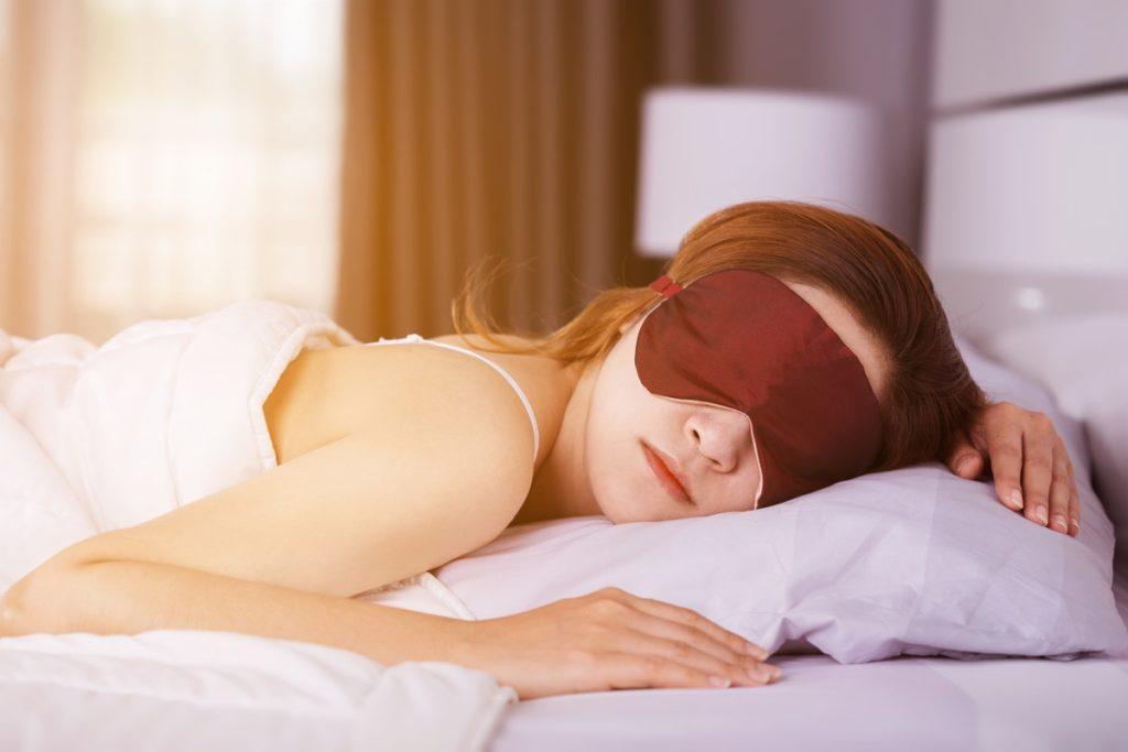 Сон на животе фото спящего