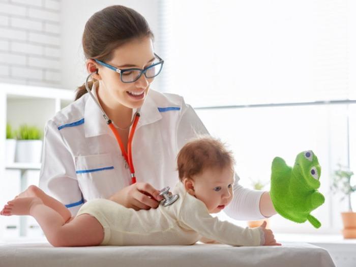 детский врач педиатр для новорожденного фото
