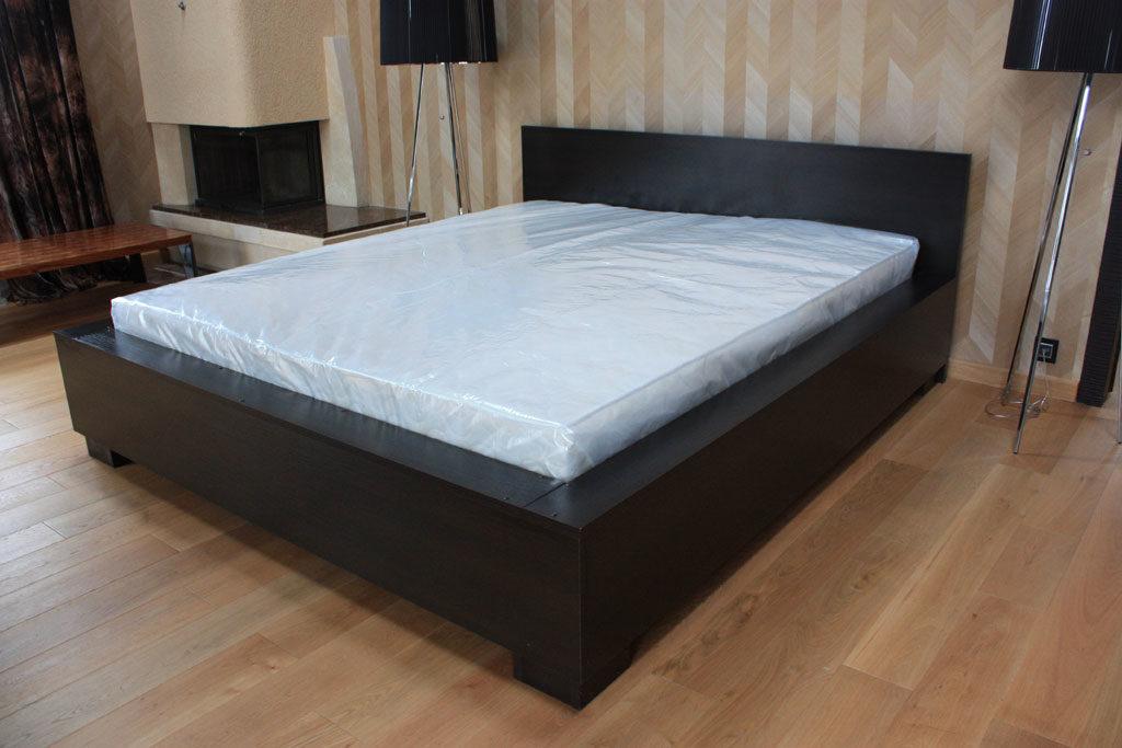матрас кроватью дизайн фото