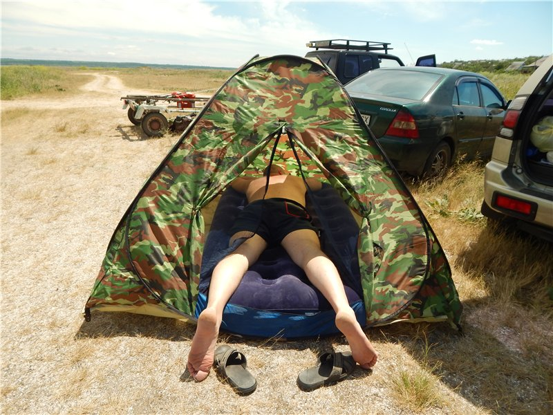 надувной матрас на природе