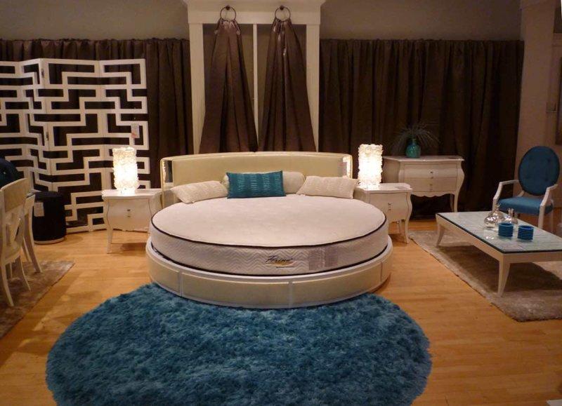 Большая круглая кровать фото