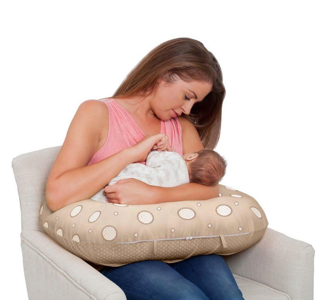 Кормление на подушке для кормления