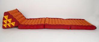 Треугольная тайская подушка