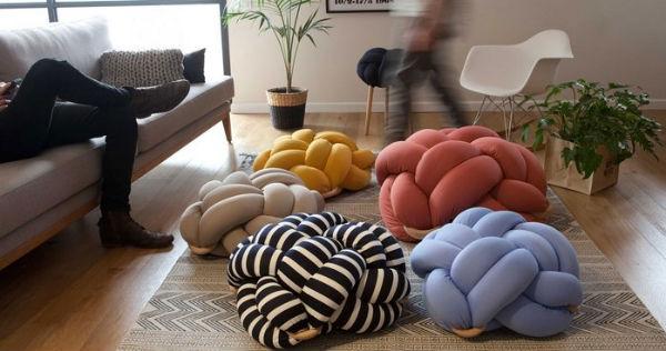 подушки узлом разноцветные