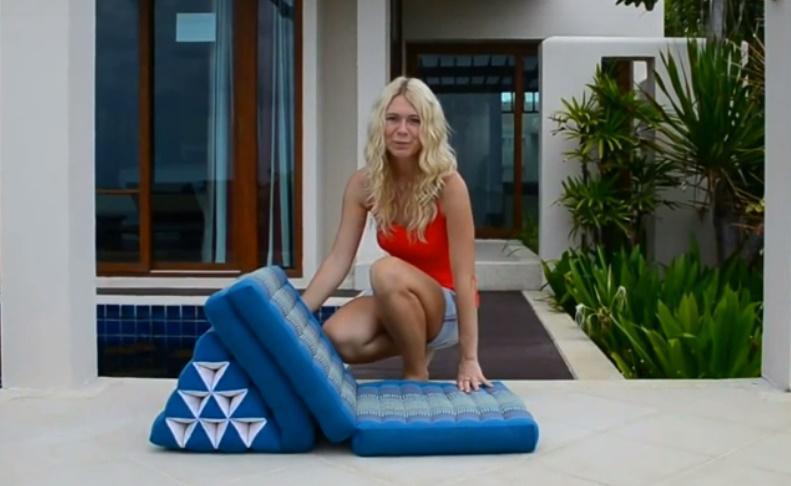 треугольная подушка фото использования