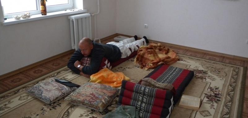 треугольная подушка отдых