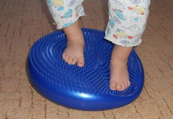 подушка для укрепления мышц детская
