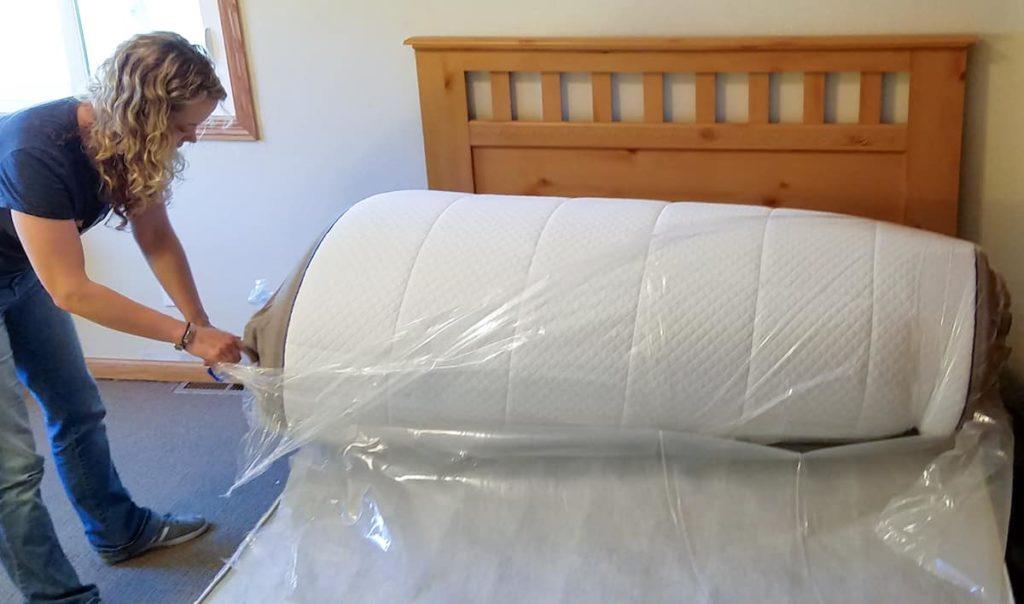 Как распаковать рулонный матрас