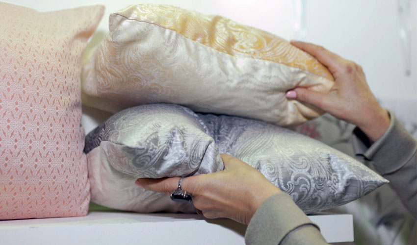 как хранить подушки